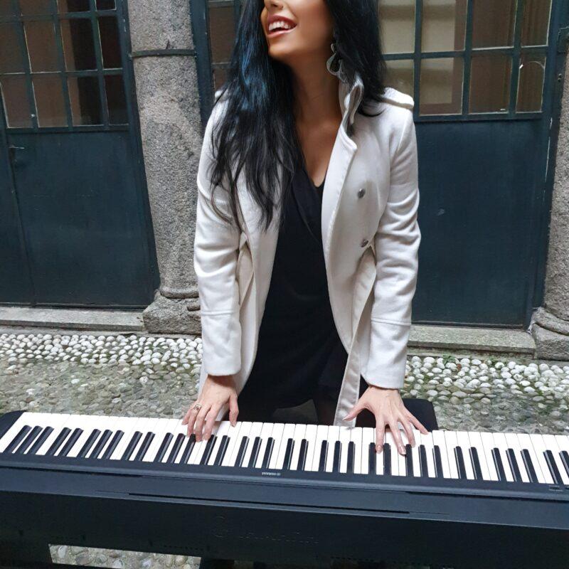 Viola Nocenzi cappotto bianco