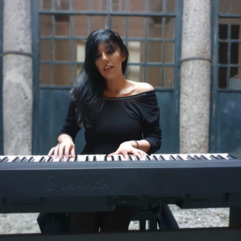Viola Nocenzi orizz al pianoforte mr